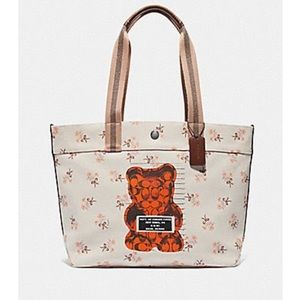 🐻🐻🐻NWT COACH TOTE WITH VANDAL GUMMY🐻🐻🐻